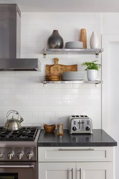 https://deringhall.com/daily-features/contributors/dering-hall/30-kitchens-with-dark-countertops?slide=19