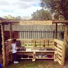 Outdoor Pallet Mud Kitchen for Kids