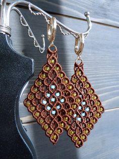 Macrame Bracelet Patterns, Macrame Earrings, Macrame Patterns, Macrame Jewelry, Macrame Bracelets, Etsy Earrings, Micro Macrame Tutorial, Vintage Jewelry Crafts, Macrame Design