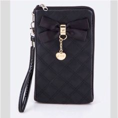 """Black Quilted Wristlet NWOT Black quilted wristlet. Brand new without tags. Boutique purchase. Will come in original package. Measures 7""""x4"""". Double zipper openings. Interior is padded. Gold hardware. ❌ NO TRADES ❌ NO LOWBALLING ❌ Boutique Bags Clutches & Wristlets"""