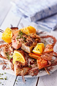 Lohi-appelsiinivartaat // Salmon & Orange skewer Food & Style Elina Jyväs Photo Satu Nyström Maku 4/2015, www.maku.fi