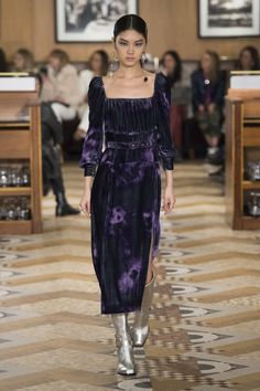 The complete Altuzarra Fall 2018 Ready-to-Wear fashion show now on Vogue Runway.
