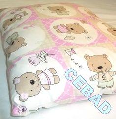 Coussin blanc et rose avec oursons : Textiles et tapis par cebad-bretagne