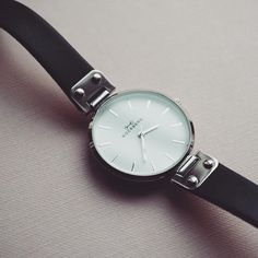 Our Lovely Classic Silver Mockberg watch 125 € free shipping and free return within europe.   www.mockberg.com