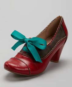 Add a bit of vintage flair to any ensemble with these ravishing retro pumps. Boasting sweetly scalloped edges and a ribbon-tie closure, these killer kicks are sure to put a bounce in any beauty's step.2.5'' heelMan-madeImported