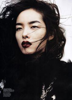 pale skin : black hair : red lips