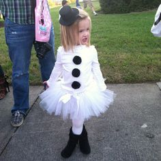 Brooklynn's snowman costume that I made for truck'er treating tonight. So cute!