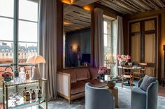 In October, the new five-star hotel Cour des Vosges was opened on the Vosges Square in Paris. This is a beautiful story about how modern style is combined ✌Pufikhomes - source of home inspiration Best Restaurants In Paris, Paris Hotels, Chicago Hotels, Florida Hotels, Burj Al Arab, Unique Hotels, Best Hotels, Cheap Hotels, Top Hotels