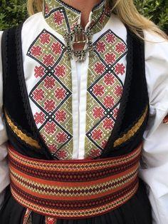 FINN – Ekte beltestakk skreddersydd i hjertet av Telemark Folk Costume, Costumes, Going Out Of Business, Traditional Fashion, Color Shapes, Norway, Clothes, Ethnic, Colours