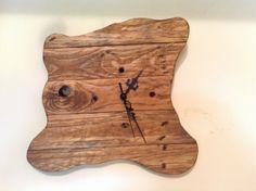 Orologio realizzato con legno di recupero.