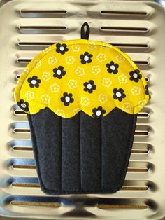 Cupcake Pot Holder / Oven Mitt / Hot Pad by AppleBerryCreations, $7.49
