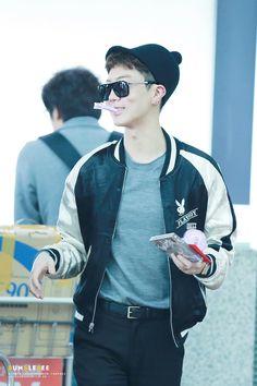 Seunghoon Aww Luv His Jacket With Winner Logo On It Winner Yg Pinterest Airport Fashion