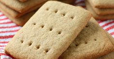 I love graham crackers. They've always been one of my favorite snacks. The other day I was running around the house being all busy-like...
