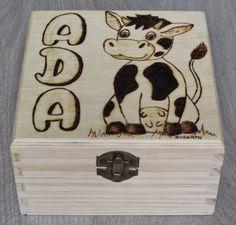 Pirograbado caja vaca by Ducart. 14 x 14 x 8 cm.