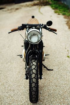 Yamaha XS650 1972 Cafe Racer by Limey Bikes #motorcycles #caferacer #motos | caferacerpasion.com