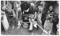 16 de noviembre de 1985, Omayra Sánchez fue una niña colombiana de 13 años, víctima del volcán Nevado del Ruiz durante la erupción que arrasó con el pueblo de Armero, Colombia. Adquirió reconocimiento mundial al estar tres días atrapada en el fango, agua y restos de su propia casa, su rescate resutó imposible, ya que para sacarla necesitaban amputarle las piernas.