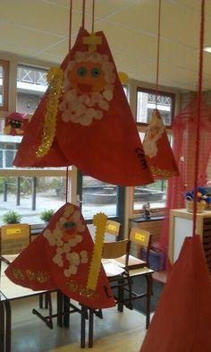 Sint van een cirkel Santa Christmas, Christmas Time, Christmas Crafts, Christmas Decorations, Holiday Decor, Activities For Kids, Crafts For Kids, Saint Nicholas, Winter Kids