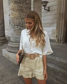 10 looks estilosos com shorts para testar este verão Trend Fashion, Fashion 2020, Look Fashion, Womens Fashion, Classy Fashion, 70s Fashion, Fashion Lookbook, Petite Fashion, Party Fashion