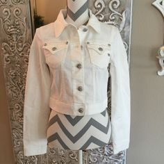 """Miss Me Cropped Jacket White Miss Me cropped jacket JJ5757A. 92%cotton, 7%polyester & 1%elastane. Machine wash. Chest measures 17.5"""" across laying flat, sleeves are 25"""" long & jacket length is 17"""" from shoulder to bottom band. NWT Miss Me Jackets & Coats Jean Jackets"""