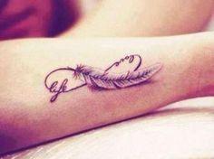 Lasse dich von diesen schönen Tattoovorlagen inspirieren! Ob ein kleines oder großes Tattoo, für jede Frau sollte das perfekte Motiv dabei sein. Es gibt tolle Sprüche und Muster, die in Frage kommen.