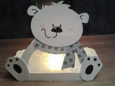 Lieve ijsbeer met een waxine lichtje.