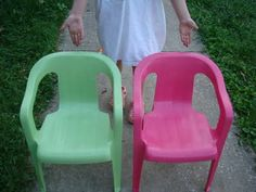 Old plastic lawn chairs spray painted with Rustoleum Gloss or Satin {need to do this to my chairs} lawn chairs chairs makeover Outdoor Projects, Garden Projects, Home Projects, Girls Apartment, Apartment Chic, Painting Plastic, Spray Painting, Painting Tips, Fun Crafts