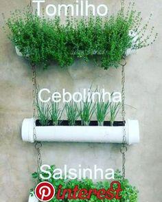 10 creative (and easy to copy) ideas for a vegetable garden .- 10 ideias criativas (e fáceis de copiar) para ter uma horta no apartamento Gutter Garden, Herb Garden, Home And Garden, Easy Garden, Garden Rake, Garden Pots, Balcony Garden, Terrace, Vertical Garden Diy