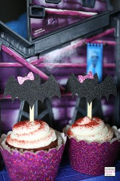 How to Host a Ghouls Rule Monster High Party! Monster High Party, Cupcake Party, Party Themes, Party Ideas, Cupcake Toppers, Birthday Candles, Halloween, Pastel, Cupcakes