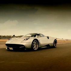 Pagani Huayra on the Top gear Track! Brilliant!