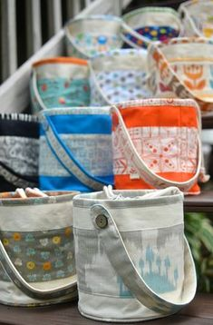Awesome site with tons of tutorials on how to make LOTS of different bags!!