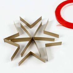 A Star made from narrow Paper Star Strips Diy Snowflake Decorations, Handmade Christmas Decorations, Diy Christmas Star, Christmas Crafts, Christmas Ornaments, Cardboard Crafts, Paper Crafts, Snow Flakes Diy, Stars Craft