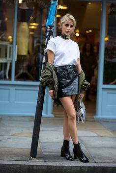 Street style | Fashion | Patent leather skirt | More on Fashionchick.nl