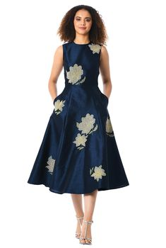Floral embellished applique textures our polydupioni dress that will bring opulent charm to your next event. Women's A Line Dresses, Modest Dresses, Plus Size Dresses, Nice Dresses, Casual Dresses, Fashion Dresses, Women's Fashion, Sleeveless Dresses, Latest Fashion