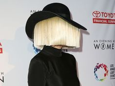 Sia Accidentally Showed Her Face During A Windy Concert, This Is What She Looks Like