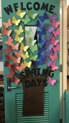 Love this colorful rainbow spring days classroom door decor! Perfect for any pre… Love this colorful rainbow spring days classroom door decor! Perfect for any preschool or kindergarten kids this spring! Door Decoration For Preschool, Class Door Decorations, Kids Decor, Kindergarten Door, Preschool Classroom, Teacher Doors, School Doors, Spring Door, Bunt