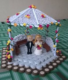 Wedding in a quilled gazebo :) Quilling Dolls, Quilling Animals, 3d Quilling, Quilling Flowers, Quilling Patterns, Quilling Designs, Quilled Paper Art, Quilling Paper Craft, Paper Crafts Wedding