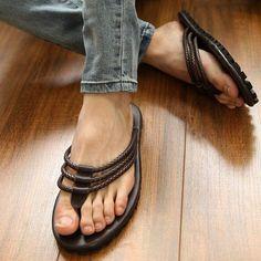 timeless design ef5e9 b7c41 24.54  Summer male sandals casual leather sandals rivet flip flop sandals  fashion sandals en Sandalias de las mujeres de Zapatos en AliExpress.com    Alibaba ...
