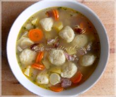Húsvétkor az ünnepi asztalról nekem nem hiányozhat a burgonyago mbóc leves. Nagyon szeretjük, mégis ritkán készítek. Talán azért, mert...
