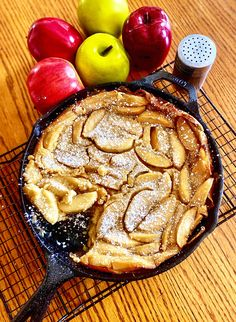 Apple Clafoutis Apple Desserts, Apple Recipes, Just Desserts, Fall Recipes, Sweet Recipes, Delicious Desserts, Dessert Recipes, Clafoutis Recipes, Classic French Desserts