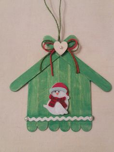 Learn how to make Easy Christmas Crafts for Kids with these amazing Popsicle Stick Christmas Ornaments. Popsicle Stick Christmas Crafts, Easy Christmas Ornaments, Christmas Crafts For Kids To Make, Popsicle Stick Crafts, Craft Stick Crafts, Spring Crafts, Christmas Projects, Simple Christmas, Kids Christmas