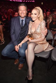 Blake Shelton Gushes Over Gwen Stefani In Billboard Music Awards 2017 Acceptance Speech!: Photo Blake Shelton won big at the 2017 Billboard Music Awards and his love Gwen Stefani was right by his side! The singer won the Top Country Artist award… Blake Shelton Gwen Stefani, Blake Shelton And Gwen, Gwen And Blake, Gwen Stefani And Blake, Gwen Stefani Style, Gwen Stefani Legs, Gwen Stefani 2017, Billboard Music Awards, 2017 Billboard