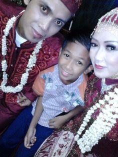 Di pernikahan kakak Q