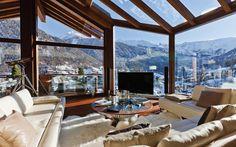 Amazing living room windows and design (Chalet Zermatt Peak)