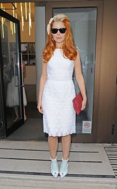 Paloma Faith - Paloma Faith Photos - Singer Paloma Faith seen wearing a white dress and shoes with matching turquoise socks and leather purse while arriving to the Sony Entertainment Studios in London - Zimbio Paloma Faith, Socks And Heels, Leather Purses, Sony, Studios, White Dress, Singer, Entertainment, Turquoise