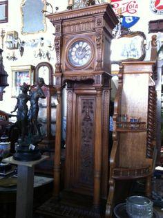 Imponente #reloj antiguo de pie en madera para decorar en salas de living y comedor | La Rueda