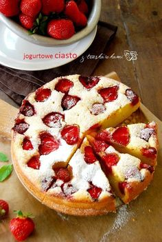 Jogurtowe ciasto z truskawkami | Słodkie Przepisy Kulinarne Polish Desserts, No Bake Desserts, Delicious Desserts, Yummy Food, Sweet Recipes, Cake Recipes, Dessert Recipes, Sweets Cake, How Sweet Eats