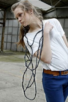 (BE) - LAURIEN CAUWENBERG -- -necklace latex