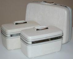 d273f7ed2c87 This vintage set of Samsonite luggage even has the keys! Samsonite Luggage