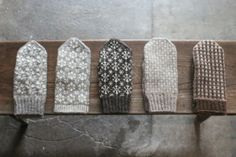 THE STABLES(ステーブルズ): ある冬の日の。 Knit Mittens, Knitted Gloves, Crochet Motif, Knit Crochet, Knitting Yarn, Knitting Patterns, Knitting Accessories, Ravelry, Weaving