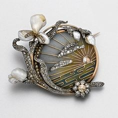 sapphire rings Art Nouveau plique-à-jour enamel, diamond and pearl brooch, circa 1900 - Sotheby's Art Deco Tutti Frutti bracelet with diam. Bijoux Art Nouveau, Art Nouveau Jewelry, Jewelry Art, Antique Jewelry, Jewelry Accessories, Vintage Jewelry, Fine Jewelry, Jewelry Design, Vintage Art